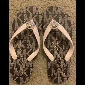 MK flip flops size 7